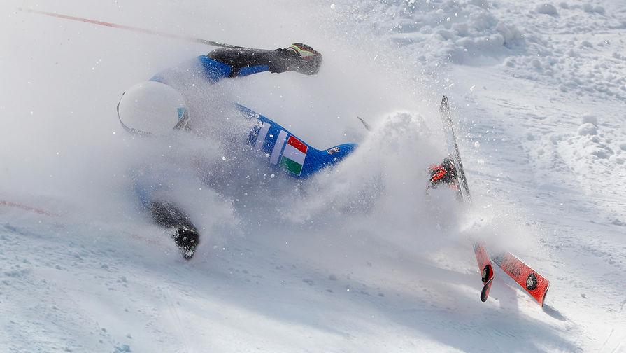 Американский горнолыжник госпитализирован на вертолете после падения