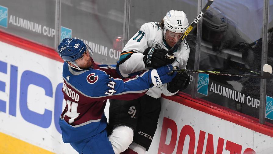 Кныжову разбили лицо в драке во время матча НХЛ