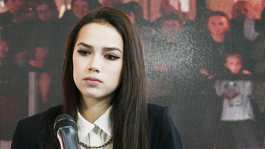 Фигуристка Загитова забросила шайбу в благотворительном матче СКА