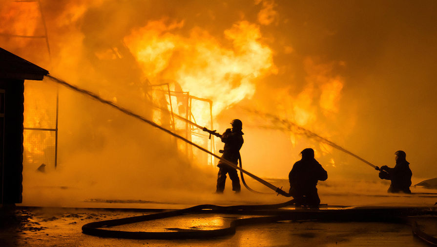 Игроки 'Зенита-2' вытащили человека из горящего здания