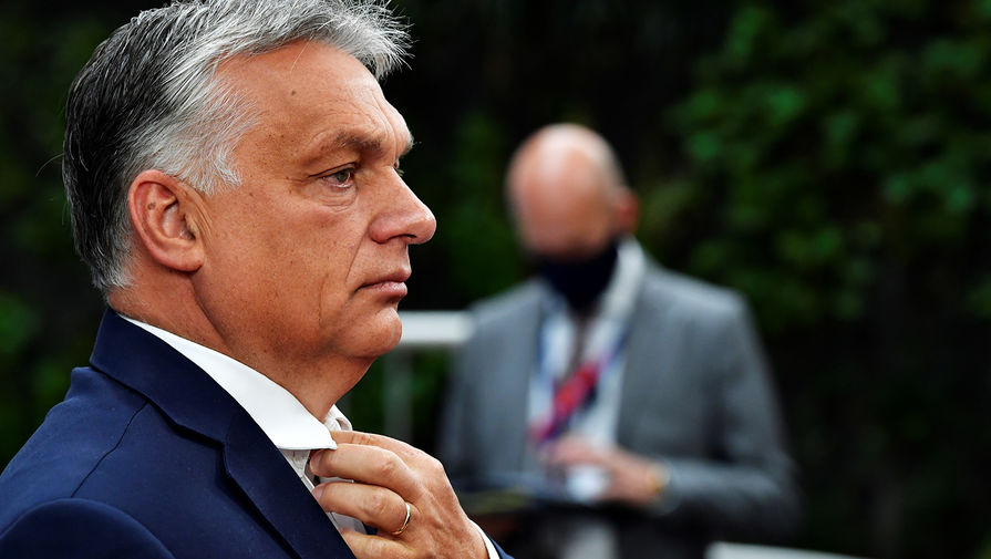 Премьер-министр Венгрии считает, что преклонению колена нет места на стадионах