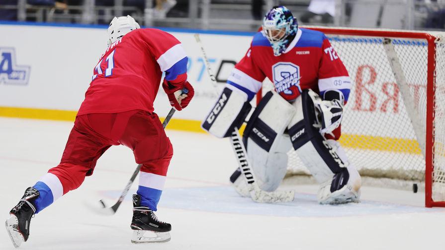 Путин забросил четыре шайбы в первом периоде гала-матча Ночной хоккейной лиги