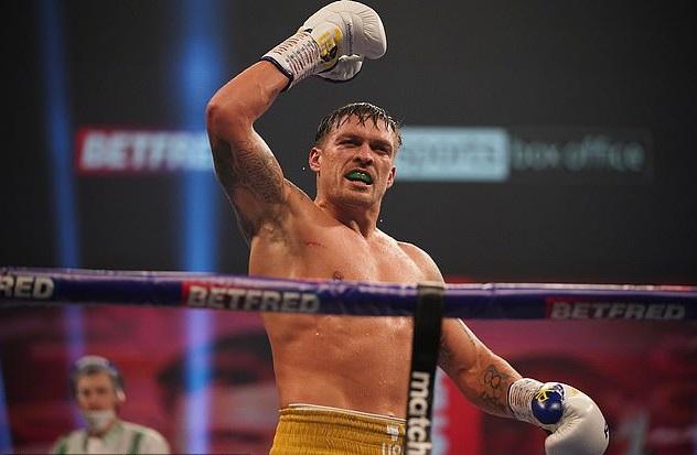 Украинский боксер Усик заявил о готовности попробовать себя в UFC