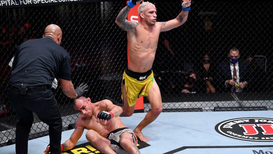Стали известны бойцы, которые сразятся за вакантный титул чемпиона UFC