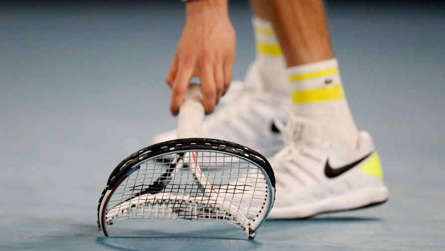 Медведев разбил ракетку о корт после поражения на турнире в Майами