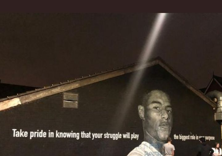 На граффити с изображением Рашфорда в Манчестере появилась оскорбительная надпись
