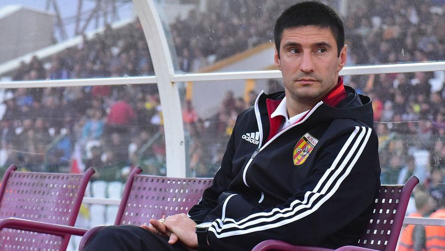Тренер 'Алании' Гогниев отстранен на восемь матчей за толчок судьи