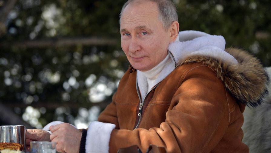 Британский портал сравнил эмблему ЦСКА с 'Путиным, пьющим водку в меховой шапке'