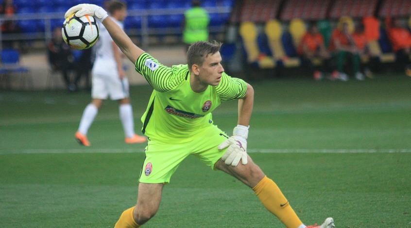 Вратарь сборной Украины и мадридского 'Реала' пропустил курьезный мяч в товарищеском матче
