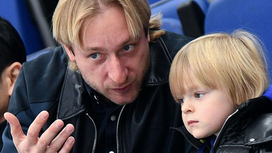 Сын Плющенко показал подарки от японских фанатов