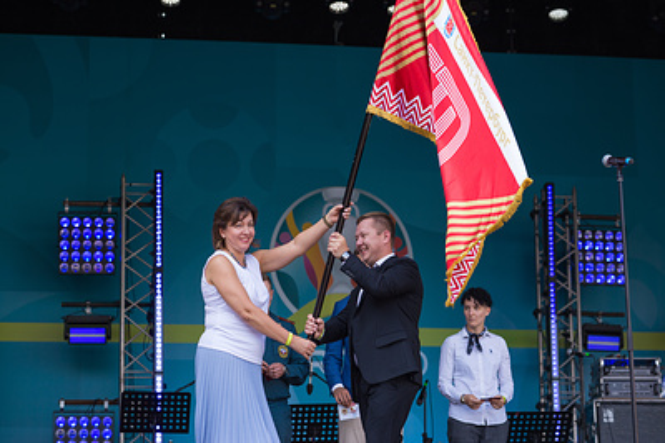 Торжественная передача знамени ГТО состоялась в фан-зоне Евро в Петербурге