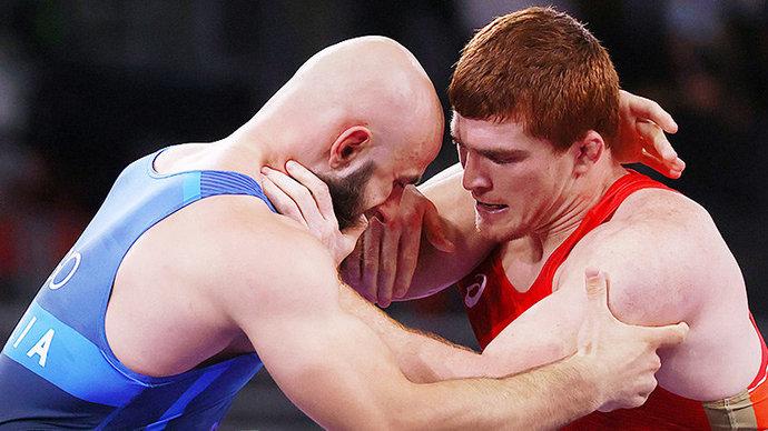 Борец Евлоев вышел в полуфинал на ОИ в Токио