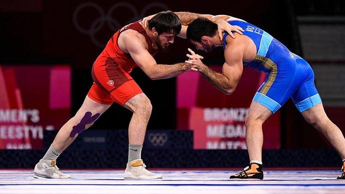 Найфонов взял бронзу олимпийского турнира по вольной борьбе