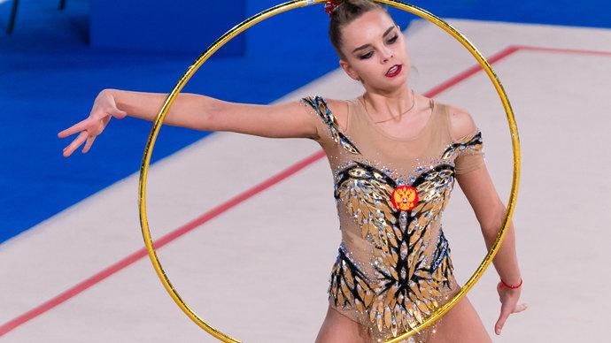 Дина Аверина выиграла золото чемпионата Европы в упражнении с обручем
