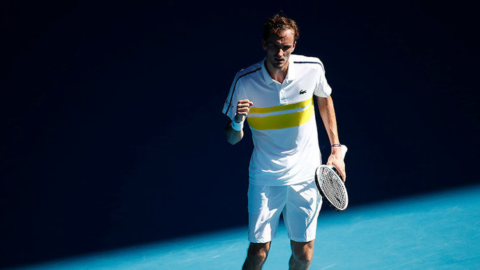 Медведев впервые в карьере победил на «Ролан Гаррос», уверенно справившись с Бубликом