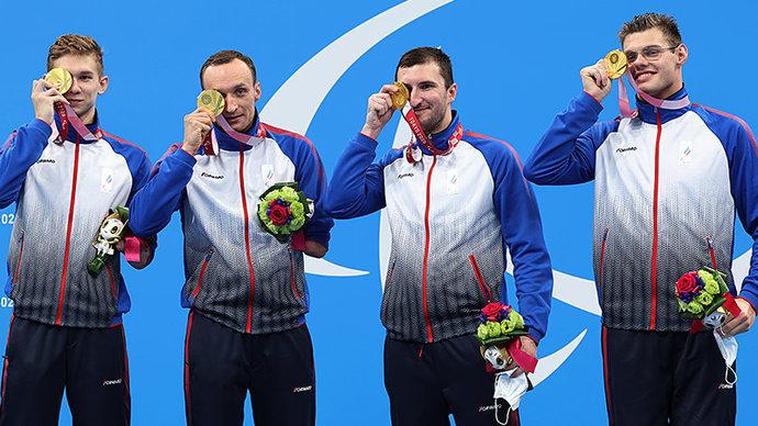 «Хотелось показать всем, что мы можем». Российские пловцы — о золоте Паралимпиады в комбинированной эстафете