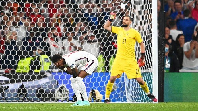 СМИ узнали, почему Саутгейт назначил Сака на пятый пенальти в финале Евро