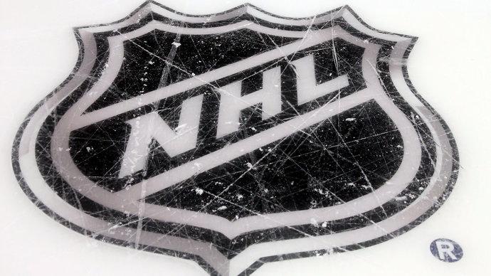 НХЛ рассматривает возможность провести весь сезон в пределах США