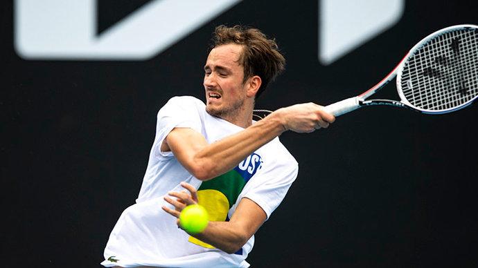 Медведев проиграл Штруффу в первом круге турнира в Галле