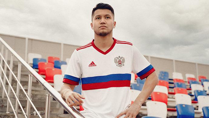 «Будет молодить таких ребят, как я и Жирков». Футболисты сборной России оценили новую форму