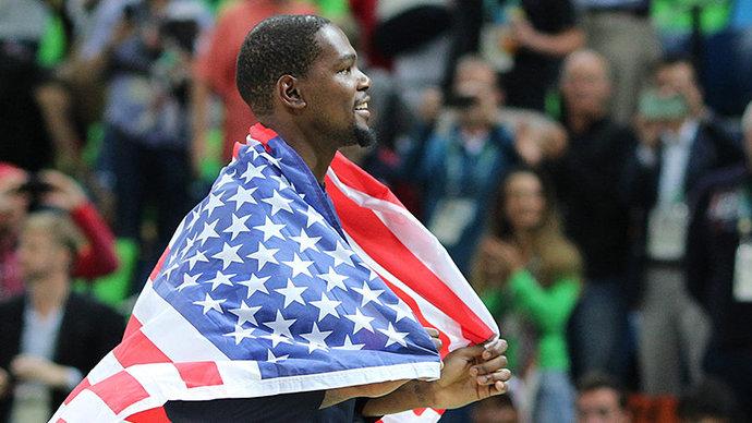 Сборная США начала олимпийский турнир с поражения от Франции, экс-игрок ЦСКА Де Коло набрал 13 очков