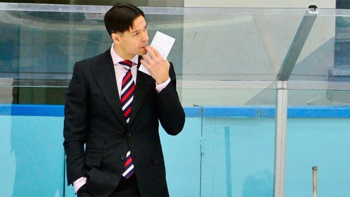 «Мне не стыдно за ребят». Тренер сборной России объяснил поражение от Канады в финале ЮЧМ