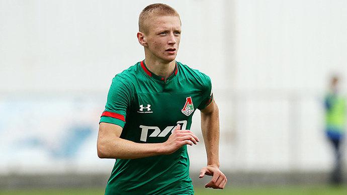 Леонченко предложил Мухину новый контракт в самолете в обход агента. Футболист отказался общаться без представителя