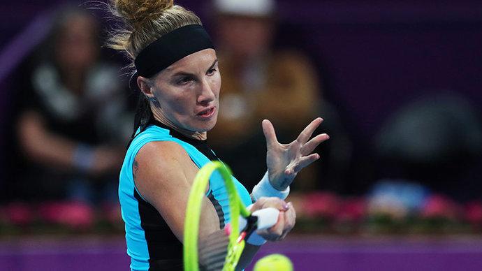 Кузнецова проиграла Азаренко в первом круге турнира в Дохе