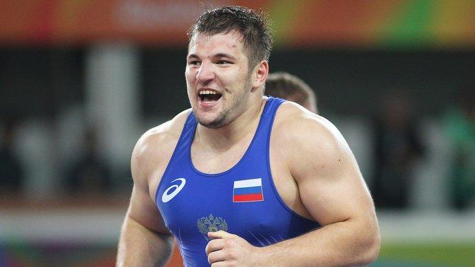 Семенов завоевал бронзу в весе до 130 кг. Кубинец Лопес стал чемпионом и обошел Карелина по числу золотых наград ОИ