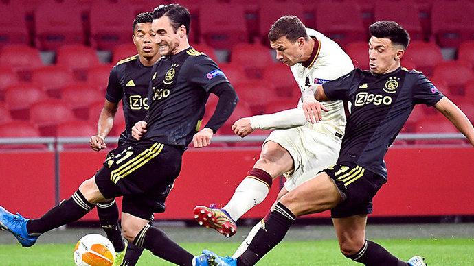 Болбой бросил мяч в игрока «Ромы» в матче Лиги Европы (видео)