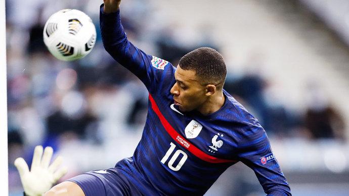 Франция обыграла Казахстан и возглавила группу D, Мбаппе не реализовал пенальти