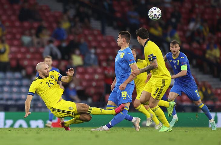 Линекер об удалении защитника сборной Швеции: «Это не красная. Замедленный повтор делает безобидный подкат более опасным, чем он был»