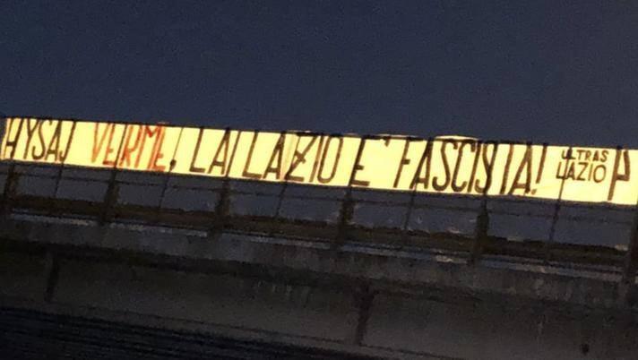 «Хюсай – червяк, «Лацио» – фашисты». Баннер фанатов клуба из-за песни Bella Ciao, исполненной игроком