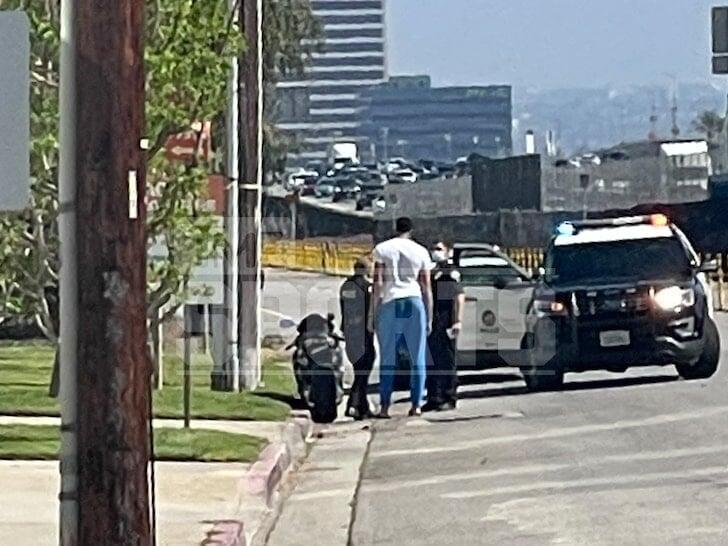 Энтони Дэвис пришел на помощь своему охраннику, который попал в аварию на мотоцикле