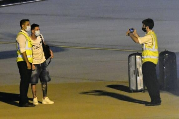 Месси вылетел из Росарио в Барселону. Он провел в Аргентине 6 дней