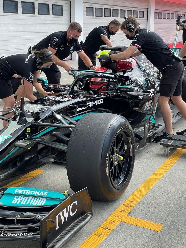 Расселл обкатывает шины 2022 года в «Мерседесе». Норрис и Леклер – тоже на трассе