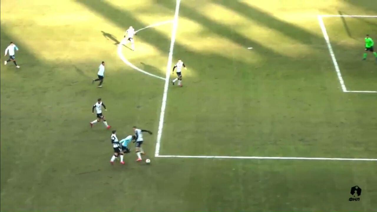 Кукуян за фол за пределами штрафной назначил пенальти в ворота «Торпедо» на 1-й минуте