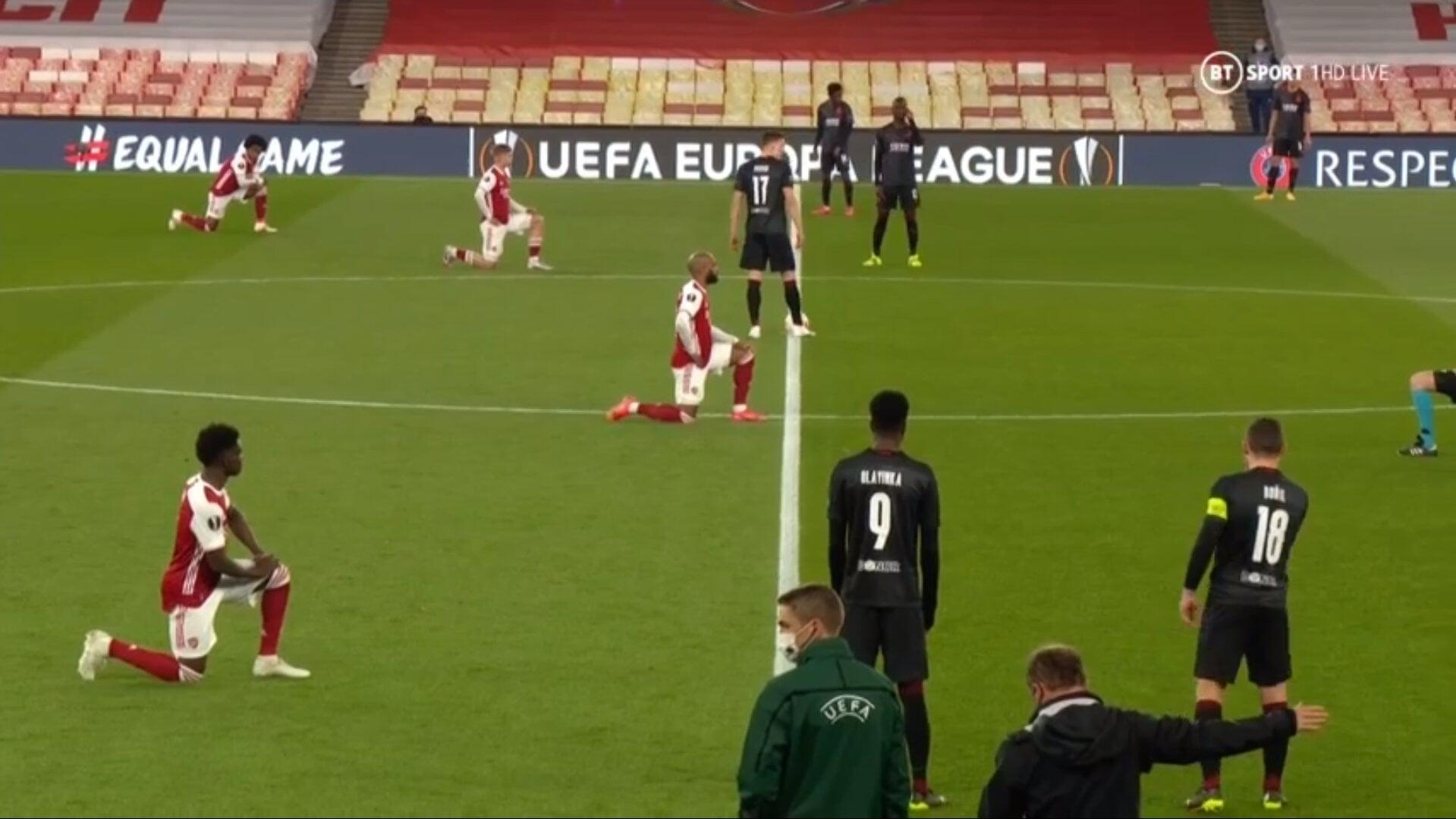 Игроки «Славии» не встали на колено перед матчем с «Арсеналом»