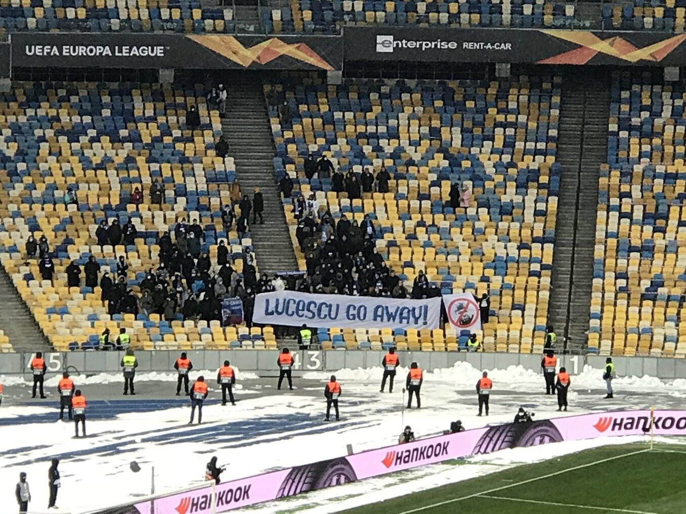 Ультрас киевского «Динамо» вывесили баннер «Луческу, уходи» на матче ЛЕ
