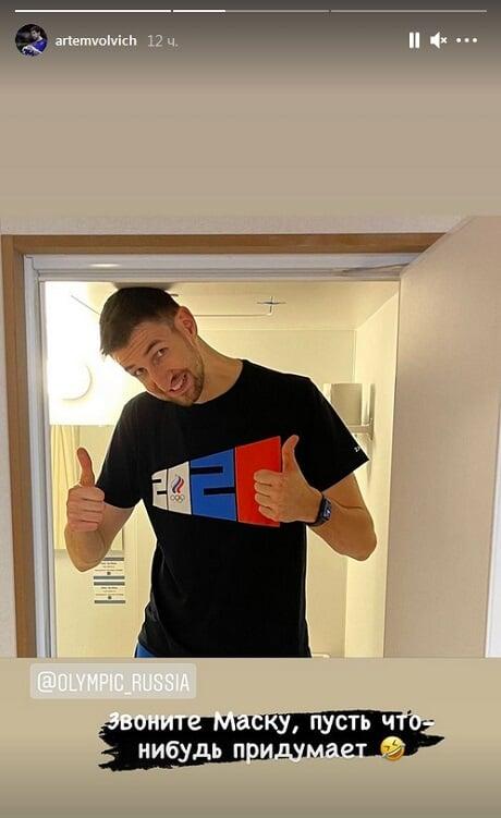 «Звоните Маску, пусть что-нибудь придумает». Российский волейболист Артем Вольвич показал, какие низкие потолки в комнатах Токио-2020
