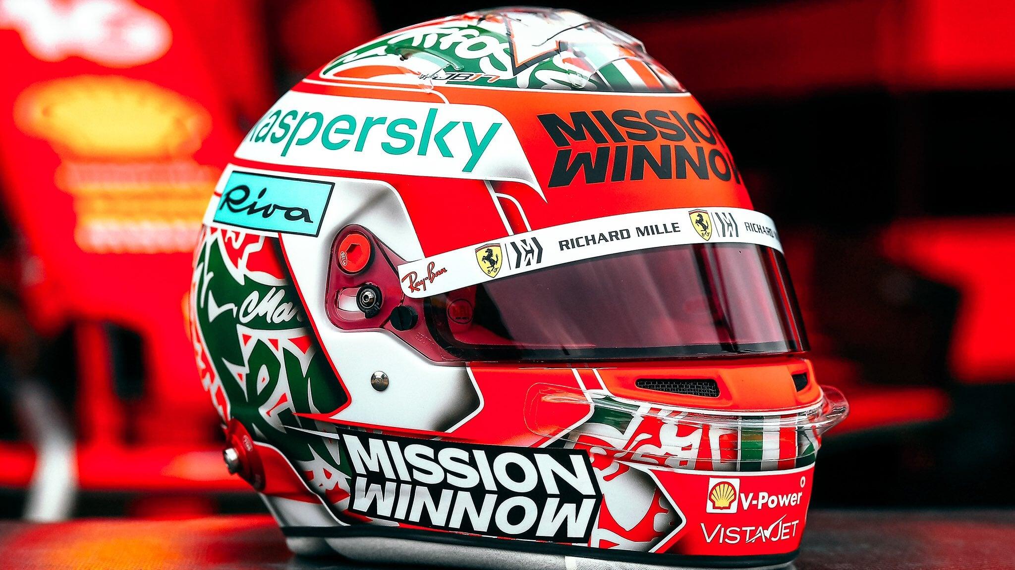 Леклер показал шлем для гонки в Имоле, посвященный тифози