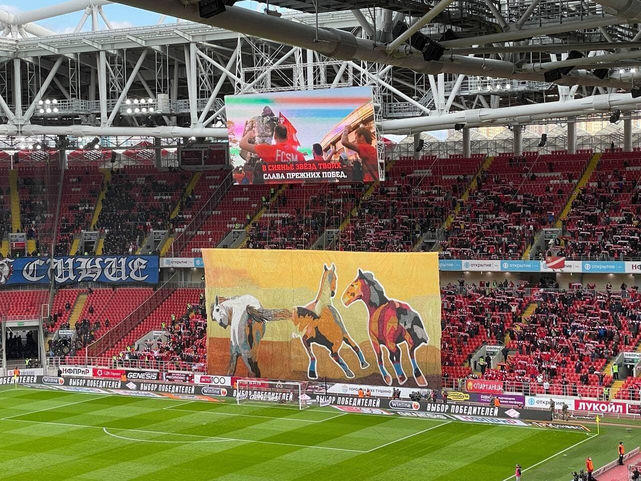 Фанаты «Спартака» вывесили баннеры с охотой на лошадей к матчу с ЦСКА