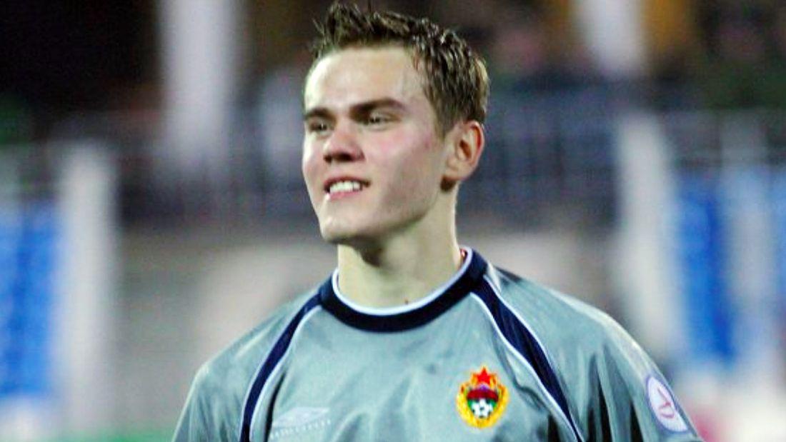 18 лет назад Акинфеев дебютировал за ЦСКА: вышел на 'Зенит' в уникальном турнире, заменив своего нынешнего тренера