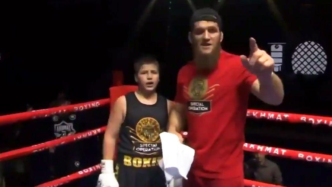 Сыну Кадырова присудили странную победу на боксерском турнире в Грозном. Судья неожиданно начал отсчитывать нокдаун