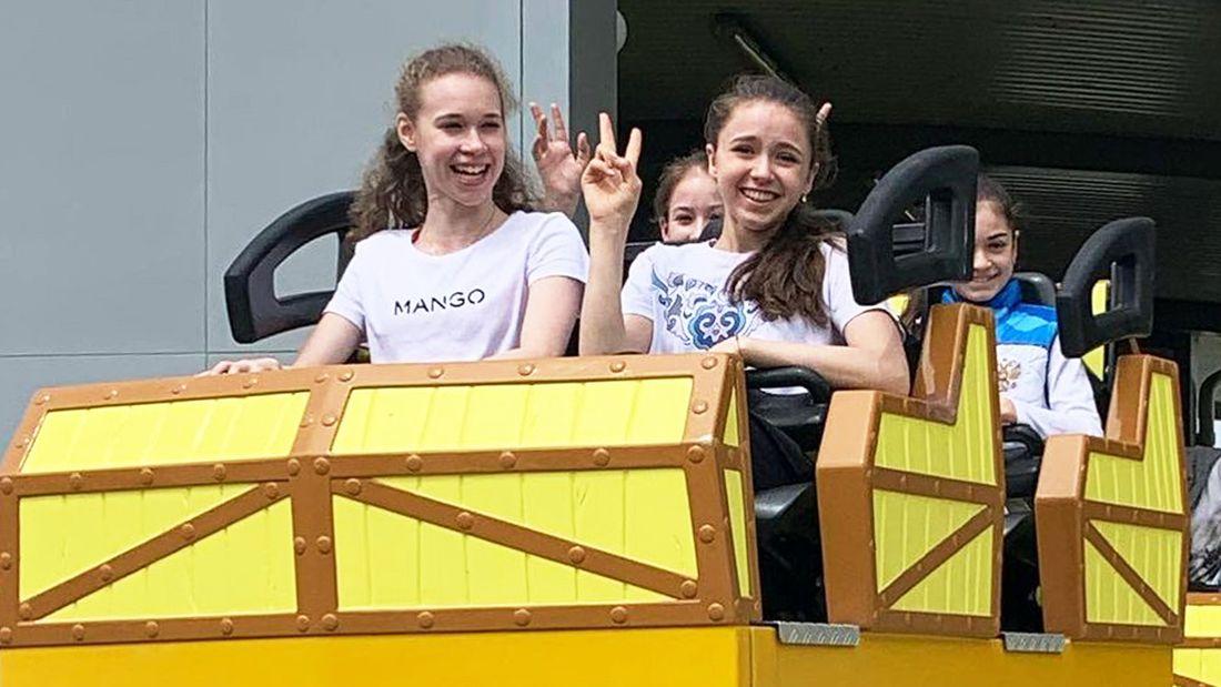 Валиева, Хромых, Акатьева и Петросян посетили аттракционы в 'Сочи Парке' и прокатились на «Змее Горыныче»: фото