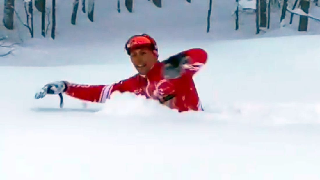 «Припорошило чуть-чуть». Лыжник Бессмертных показал, как идет по лесу по грудь в снегу: видео